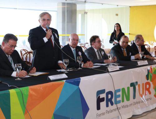 Izalci participa de debate sobre demandas do setor hoteleiro