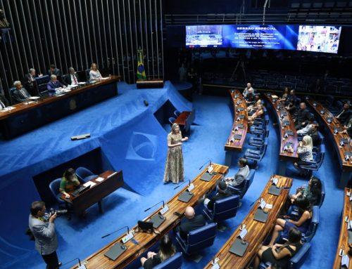 Em sessão solene, Izalci homenageia comissários de proteção da criança e do adolescente