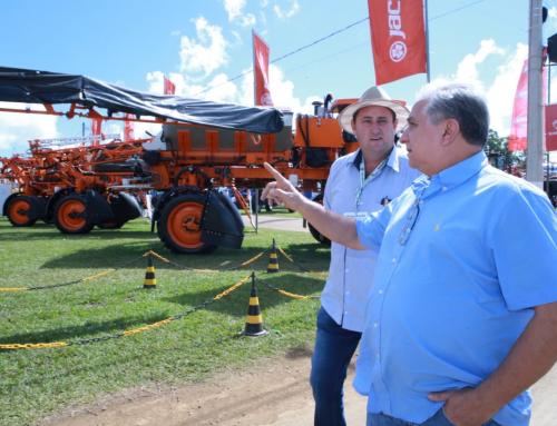 Em visita à feira AgroBrasília, Izalci destaca importância econômica do agronegócio