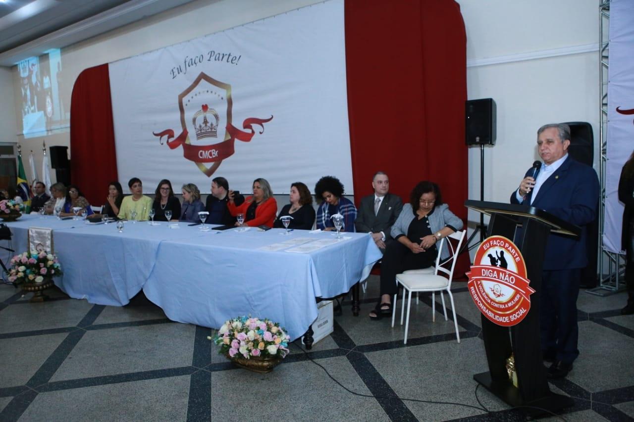 Senador Izalci durante discurso no evento