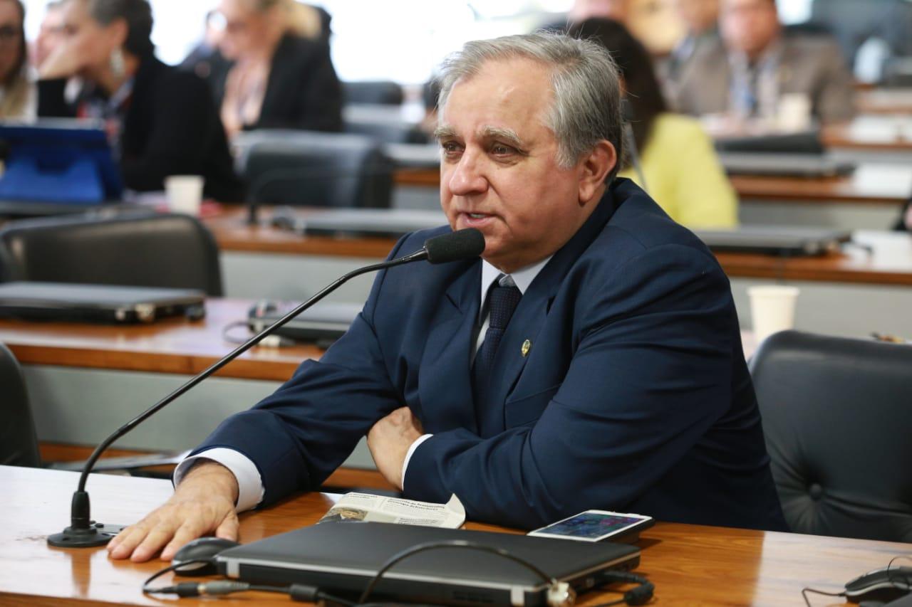 Senador Izalci participa de audiência na CDH