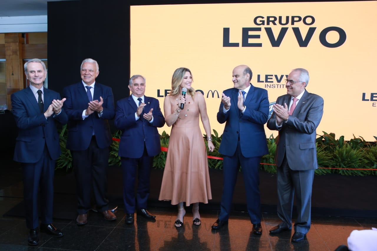 Izalci durante evento do grupo Levo