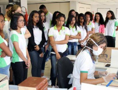 Izalci defende incentivo para estudantes suprirem setores carentes de mão de obra