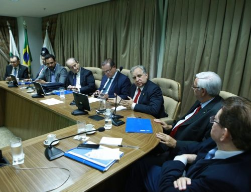 Izalci participa de reunião para tratar sobre transporte rodoviário de cargas