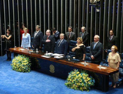 Administradores são homenageados em sessão solene do Senado