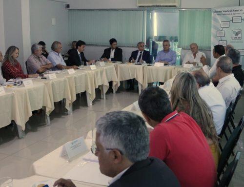 Izalci se reúne com produtores rurais para ouvir demandas