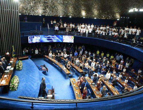 Professores são homenageados em sessão especial no Senado