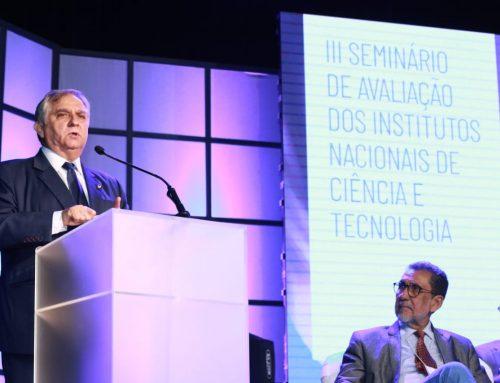 Izalci participa de seminário que avalia Institutos de Ciência e Tecnologia