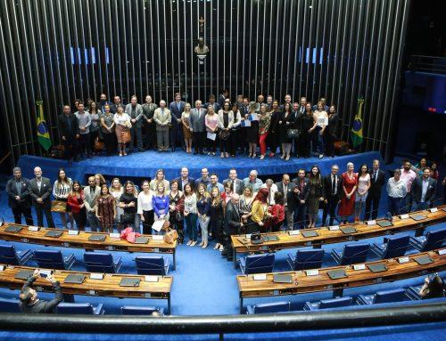 Izalci homenageia síndicos em sessão especial do Senado