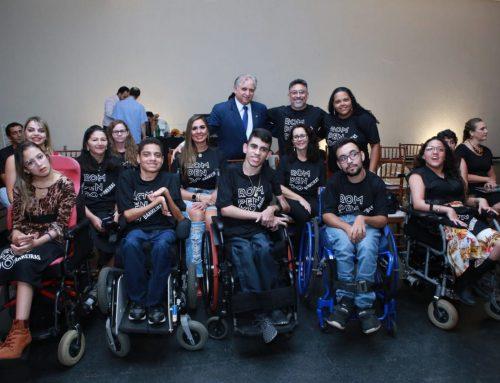 Izalci participa do evento Movimento Moda Connect com a participação de jovens do projeto Rompendo Barreiras