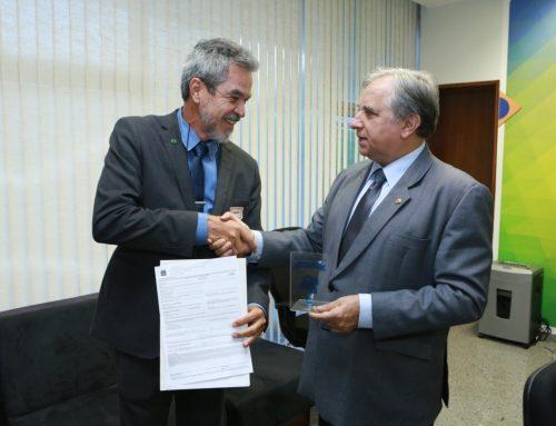 Izalci destina R$700 mil para a Educação Inclusiva