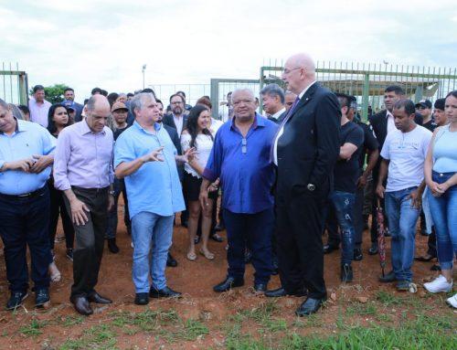 Senador Izalci visita região do Sol Nascente onde será construída a primeira Estação Cidadania